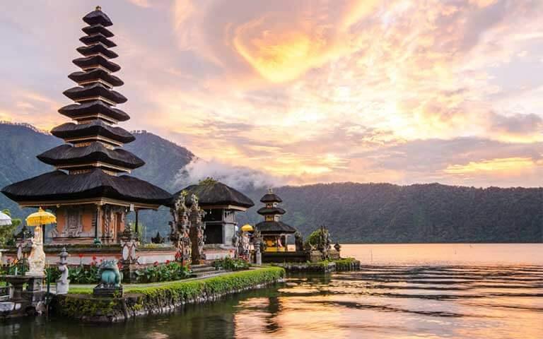 divemaster internship in indonesia